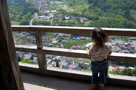 五大堂から山寺の街を眺める