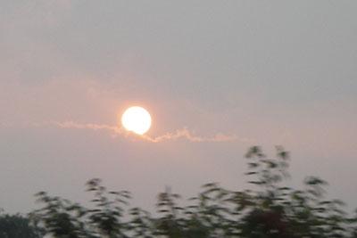 夕日が雲に、
