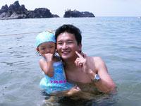 お父さんと海になんとか入りました
