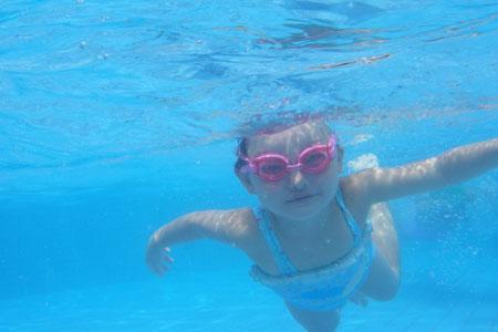 いつの間にか泳いでます