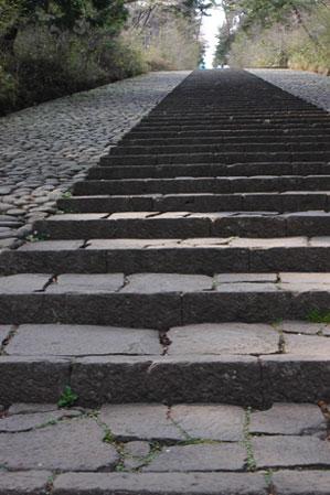 先が見えない階段が、、、