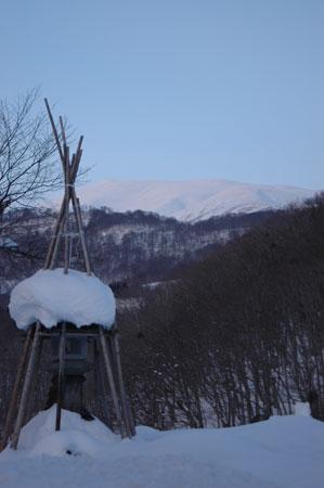 志津温泉からの月山