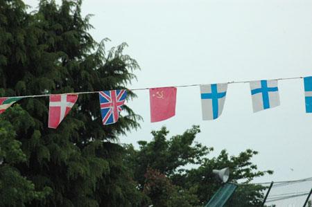 真ん中の旗は「ソ連」
