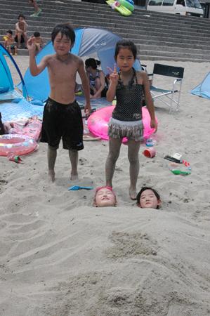 砂に埋もれる娘達