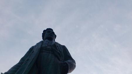 結構大きな銅像でした。