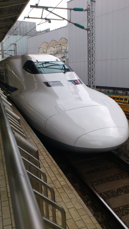 東京駅でひかりに乗り込む。